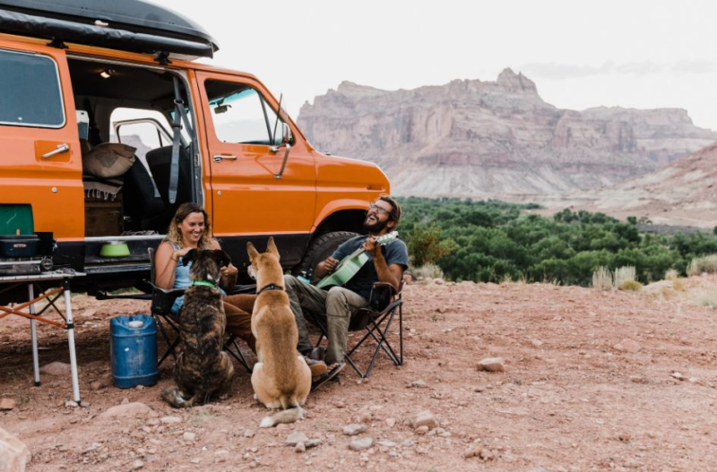 Vanlife family wth dogs